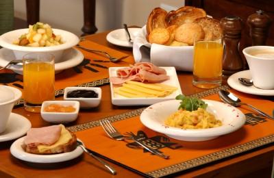 desayuno-saludable-cereal-fruta-queso